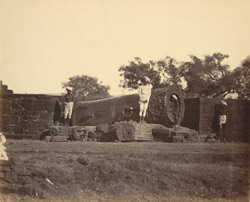 [View of the Malik-i-Maidan Gun in the Fort at Bijapur.]